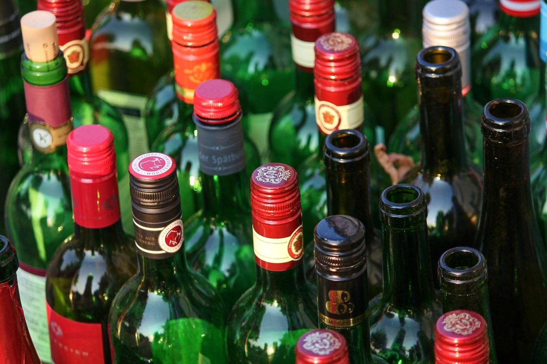 bottles-3640682_1920.jpg